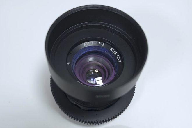"""Anamorphic Mimic 37mm f/2.8 in EF - Close Focus - 2'4""""/0.7m"""