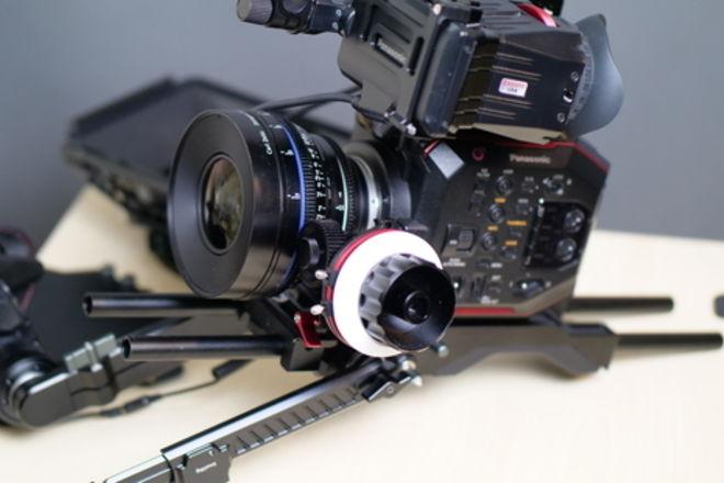 EVA1 w/ Zeiss CP2 25mm SuperSpeed Lens w/Shoulder (Full Rig)