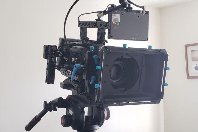 Blackmagic URSA Mini 4.6K + 6 Zeiss Lenses - FULL PACKAGE