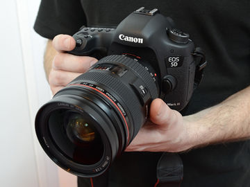 Canon EOS 5D Mark III-2 batteries, 2 cards and 40m lens inc)