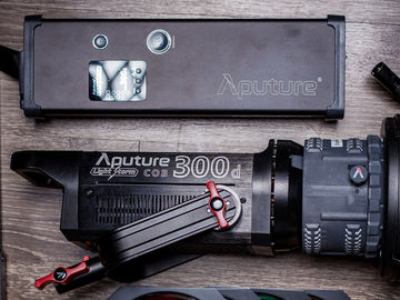 Aputure Light Storm COB 300d LED + V-Mount Battery Plate 1/2