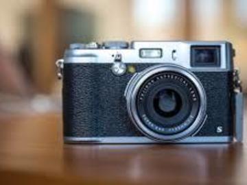 Rent: Fujifilm X100s [Kit+Case]
