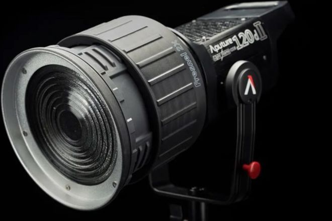 Aputure 120D II LED + Fresnel 2X Mount + Lantern