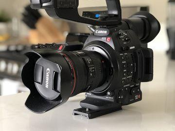 Canon EOS C100 Mark II + 24-105
