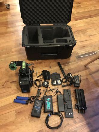 Blackmagic URSA Mini Pro EF/PL (Shoulder/EVF Kit)
