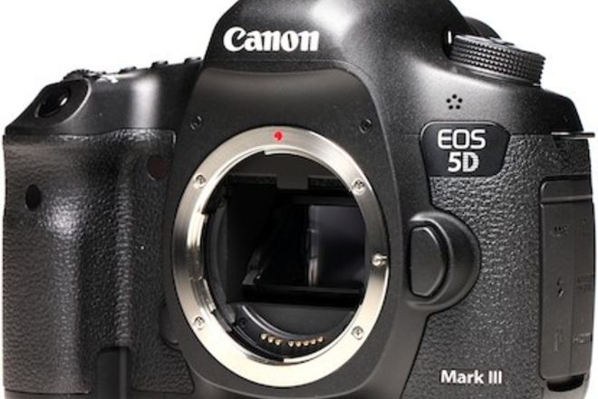 Canon EOS 5D Mark III + batteries and cards!