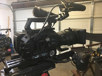 Rent: Sony FS7 - ENG Setup with 28-135 Zoom &  onboard mc