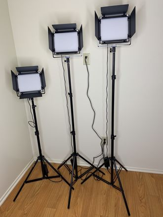 Neewer 3 Piece Bi-Color 660 LED Video Light and Stand Set