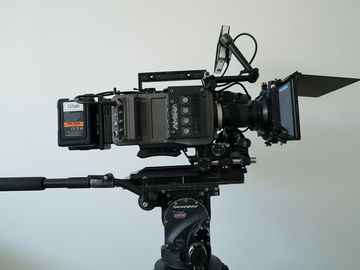 ARRI Amira Package EF/PL Mount + Basic Accessories + Support