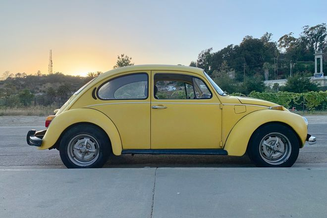 1973 VW - Volkswagen Super Beetle - Sports Bug with driver