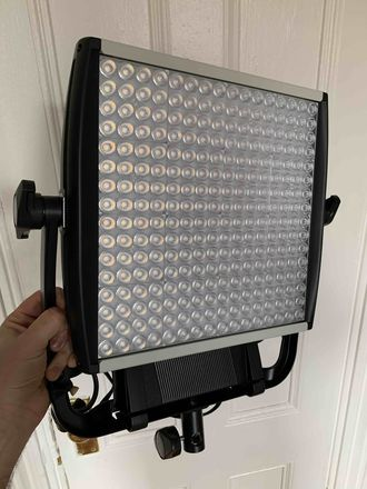 Litepanels Astra 6x (bi-color) with v-mount plate