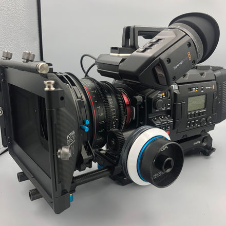 Blackmagic URSA Mini PRO 4.6k + Cinema Lens + Complete Rig