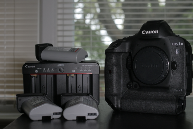 Canon EOS-1D X Mark II + CFAST Card + 3 Batteries