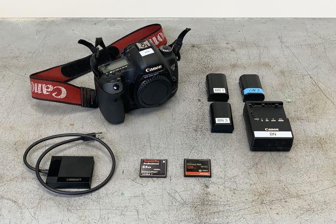 Canon EOS 5D Mark III w/ Batt's, Charger, CF cards + reader