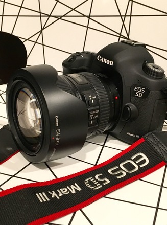 Canon 5D Mark III + 24-105mm Zoom Lens + Accessories
