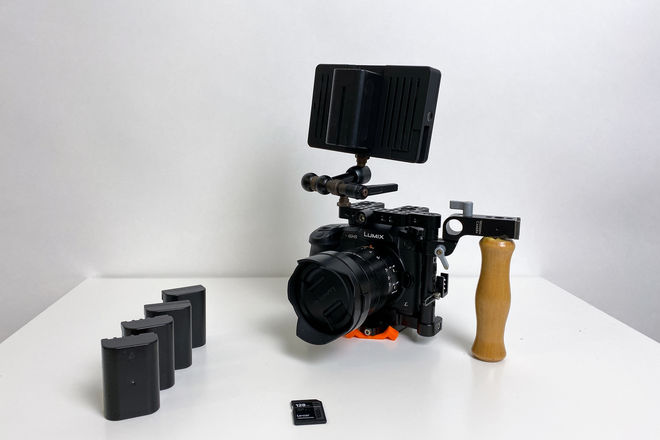 Panasonic GH5 Kit with cage, lens, smallHD focus