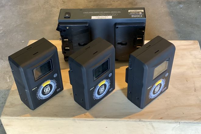 Gold Mount batteries x3