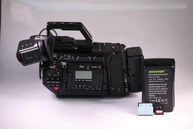 Blackmagic URSA Mini Pro EF 4.6k, Viewfinder Cards Batteries