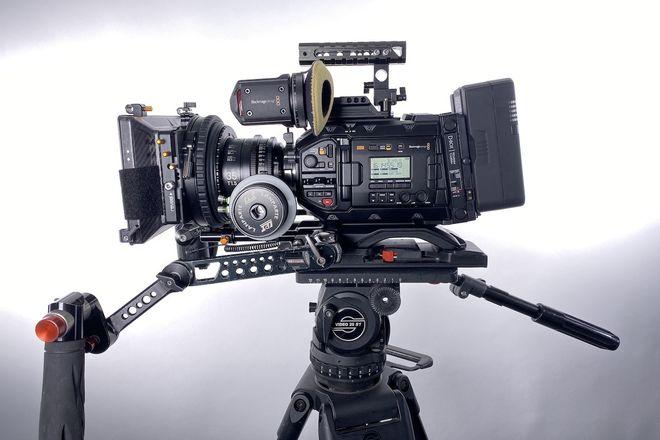 2nd Gen URSA Mini Pro G2 4.6k Deluxe Pkg EF/PL + Sigma Cine