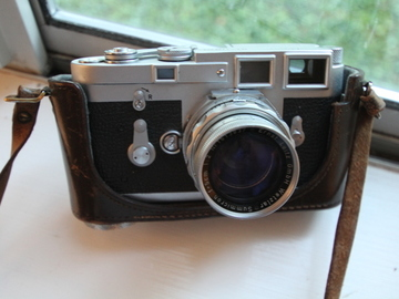 Rent: Leica M3 35mm Film Camera with Summicron D/R 50mm F2 Lens