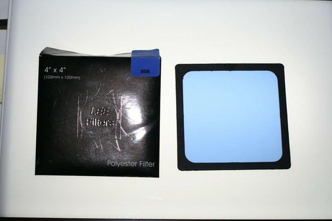 Lee Filters Polyester filter 80B (Blue) in Gelsnap Holder