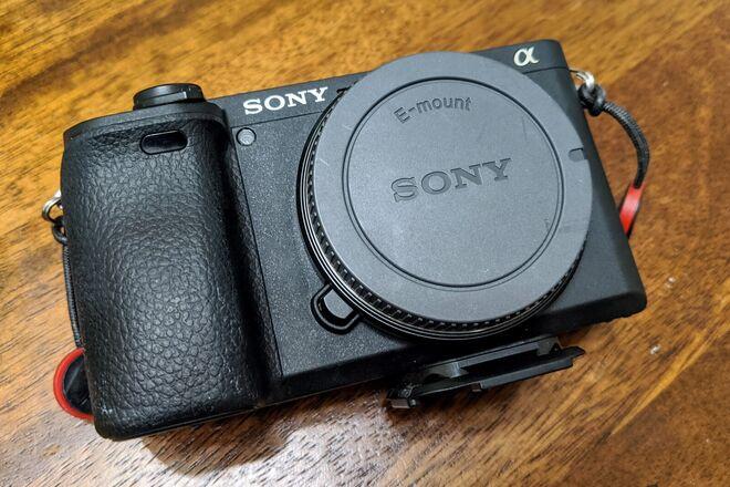 Sony A6400 + E 10-18mm f/4 OSS + E 35mm f/1.8 OSS + Mic