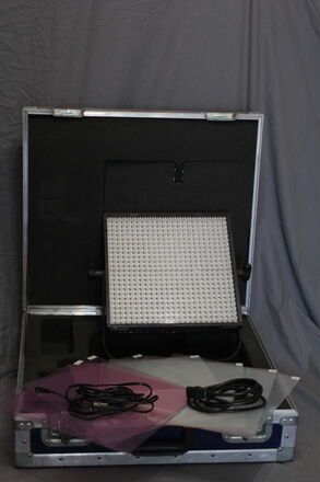 LP 1x1 Bi-Color LED w/ Batteries and Charger