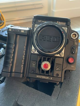 RED Epic Mysterium X with battery grip and EF mount (Kit)