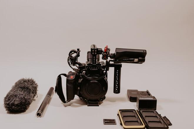 Canon EOS C200 Run and Gun Kit