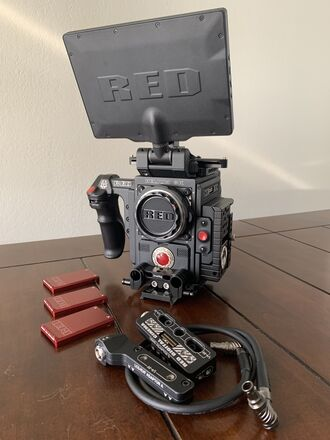 RED DSMC2 Helium 8K S35 (EF & PL) Camera Kit