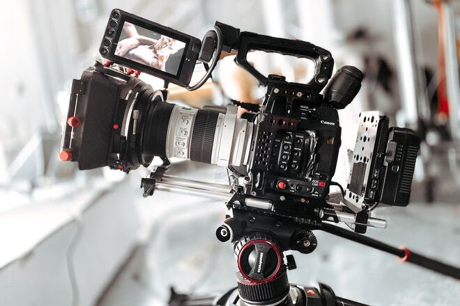 Canon C200 All in kit - Cage/Battery rails and matte box