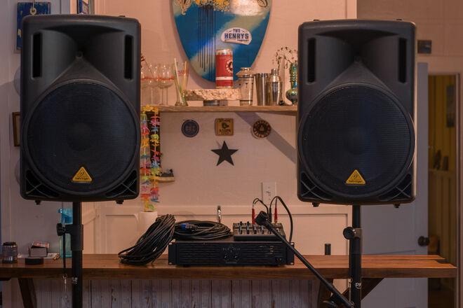 Behringer PA/Speaker Kit w/Mackie Mix 8 Mixer [Kit]