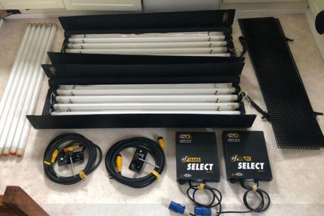 2 -Kino Flo 4-ft 4-Bank Kit 32k & 56k tubes
