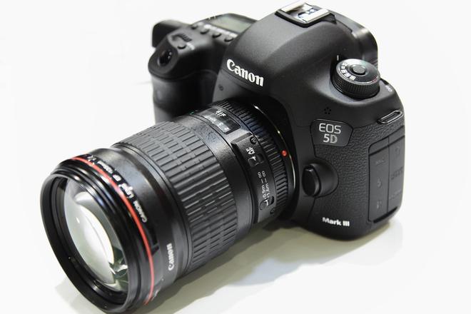 Canon5D MarkIII 2 Lenses/Tripod/Slider/ShoulderPad/Cards...