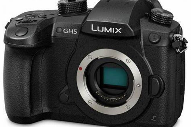 Panasonic Lumix DC-GH5 Digital Camera + Studio Kit