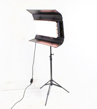 Kino Flo Diva-Lite 401 Kit w/ Stand, & Flight Case