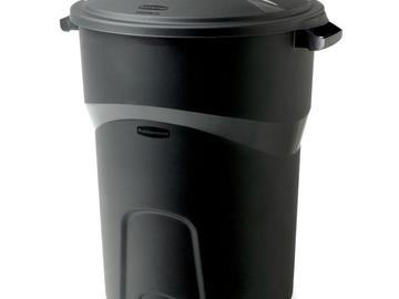 Rent: Two 32 Gal. Trash Cans w/ Lids - Rubbermaid (Set of 2)