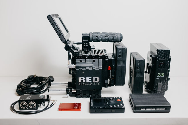 RED EPIC DRAGON 6K PACKAGE (EF Mount) w/ Tripod
