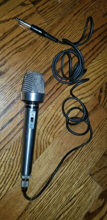 Realistic Cardioid Dynamic Microphone
