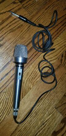 Realistic Cardioid Dynamic Microphone