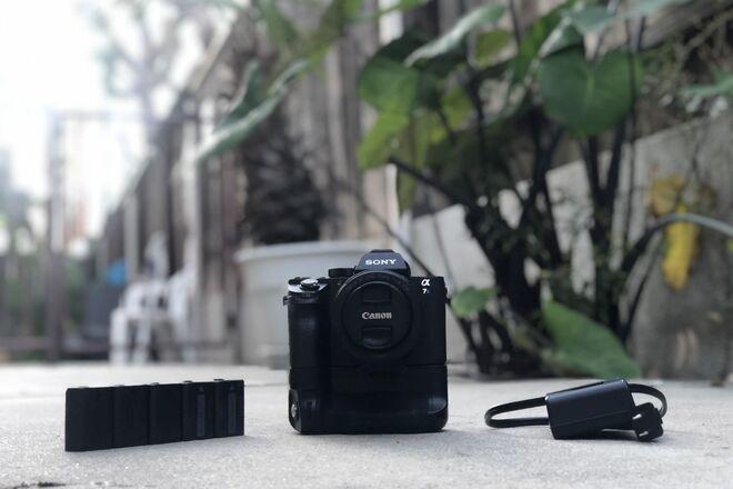 Sony a7S II + Metabones + Canon 50m f/1.8 + Battery Grip