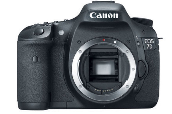 Canon EOS 7D DSLR (Body) + batteries, charger and CF cards
