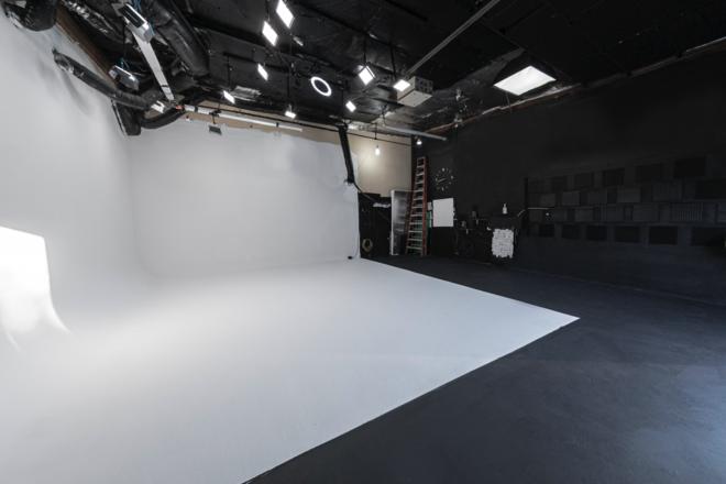 1,000 ft Seamless Cyc Studio Stage