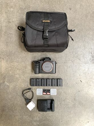 Sony a7S II, 6x Sony Batteries, 2x 64gb SD Cards, Bag