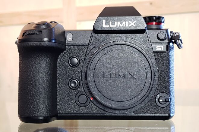 Panasonic Lumix DC-S1 Mirrorless Digital Camera