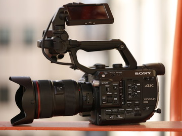 Rent: Sony FS5 + Metabones Adapter + Canon F2.8 EF 24-70
