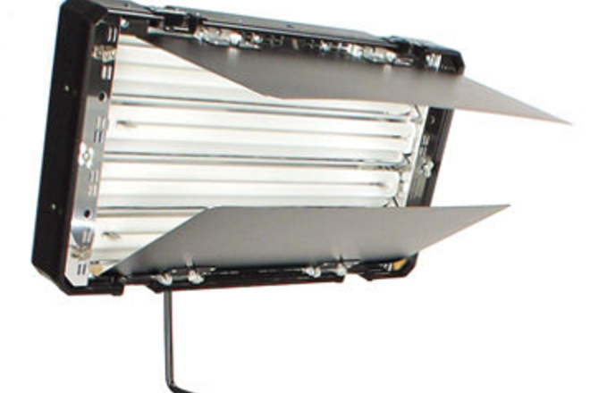 Lowel Caselite 4 - 5400k (with Kino Flo) and stand- dimmable