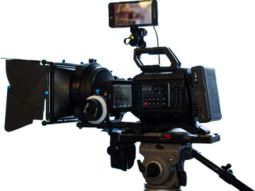 Rent: BlackMagic Ursa Mini 4.6K PL mount Deluxe Package