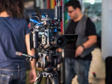 Ursa Mini 4.6k Kit 2TBs Lenses,Wireless Focus, Shoulder Rig