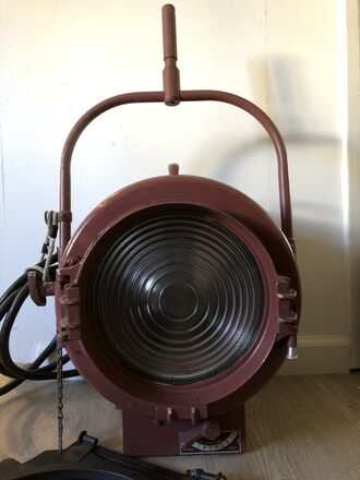 Mole-Richardson 2,000 Watt Junior Fresnel